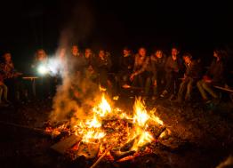 Gemeinsames Lagerfeuer bei der ChurchNight 2016